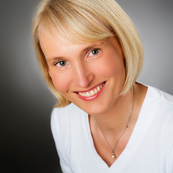 Dr. Sandra Thederahn